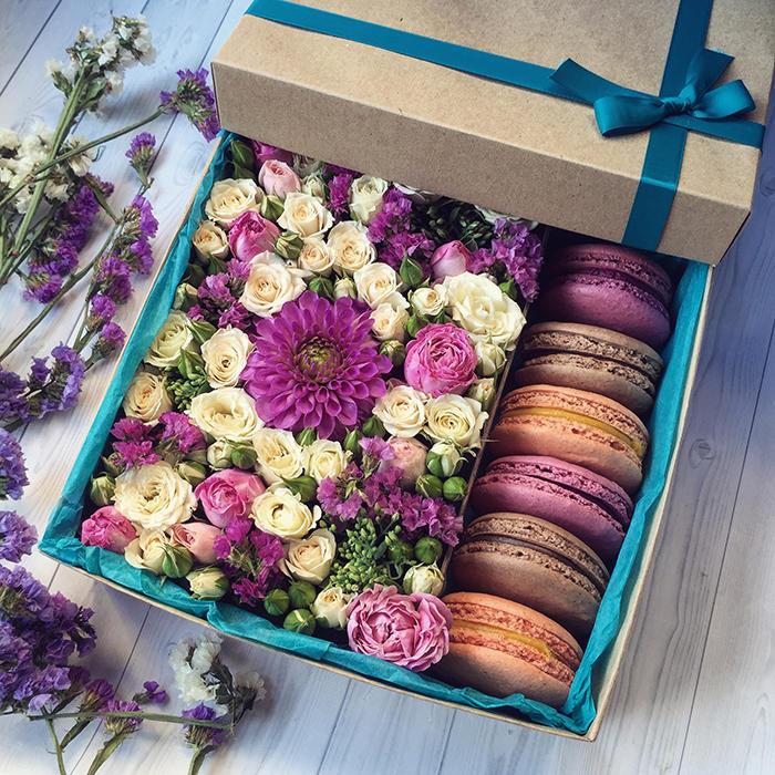 Цветы с МАКАРУНАМИ :: kompliment flowers GA110